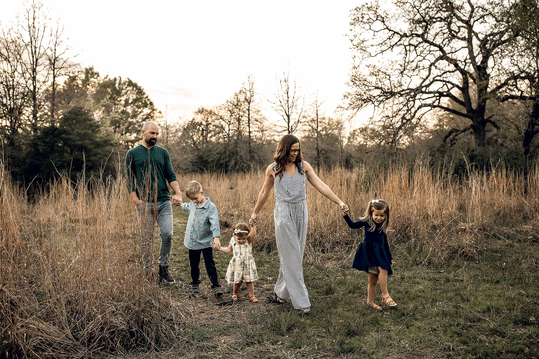 shelby-schiller-photography-lifestyle-family-session-with-3-kids-spring-2019-green-blue-yellow-college-station-53.jpg