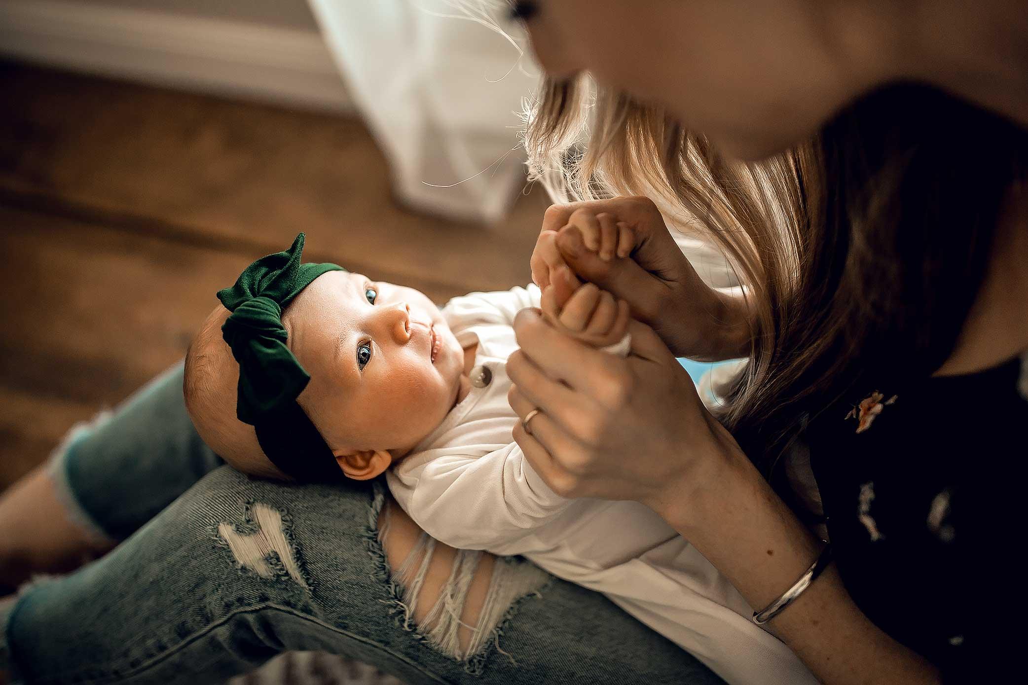 shelby-schiller-photography-lifestyle-newborn-dark-green-black-rust-blue-jeans.jpg