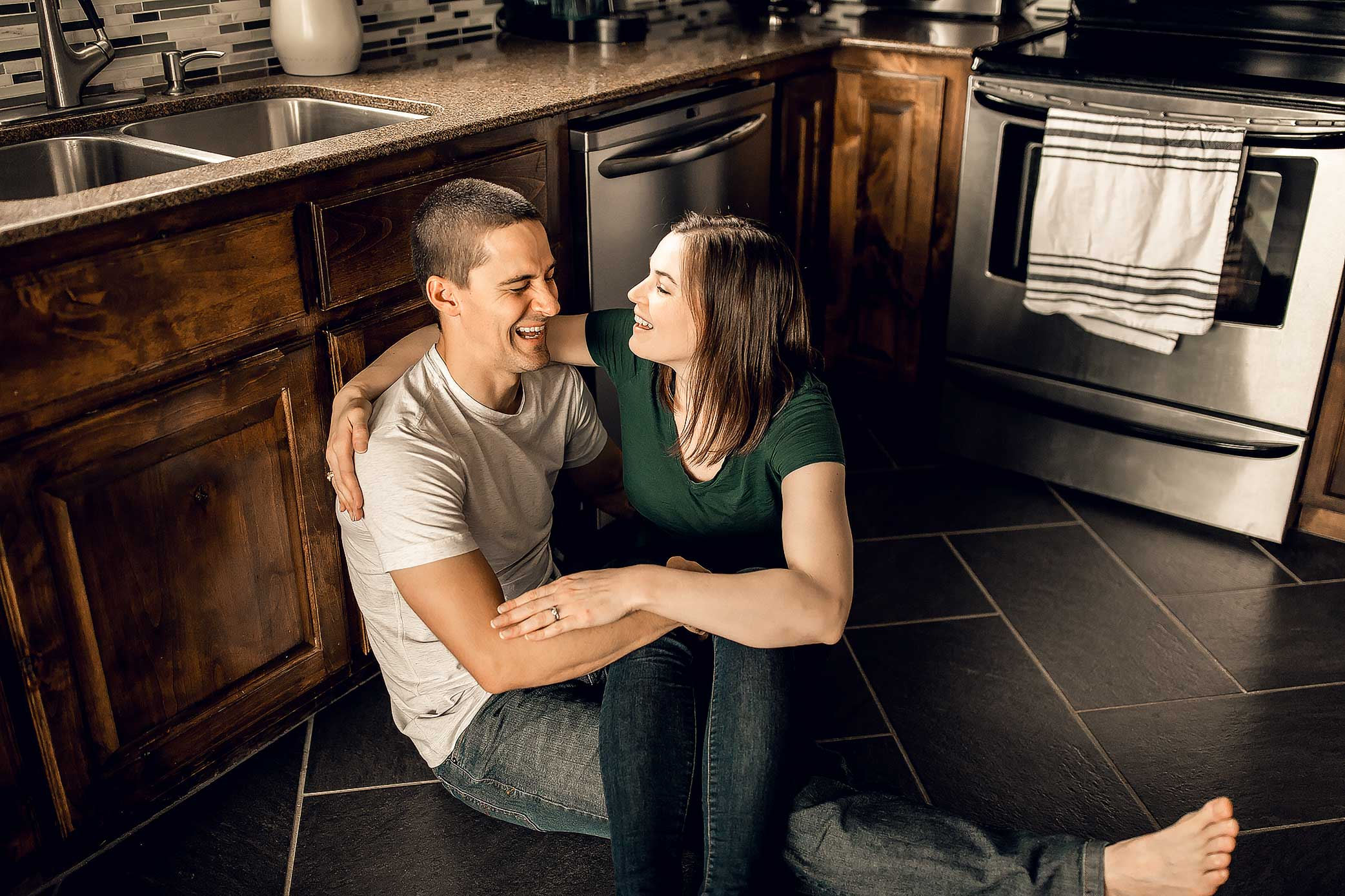 shelby-schiller-photography-lifestyle-home-couples-session-south-college-station-3.jpg