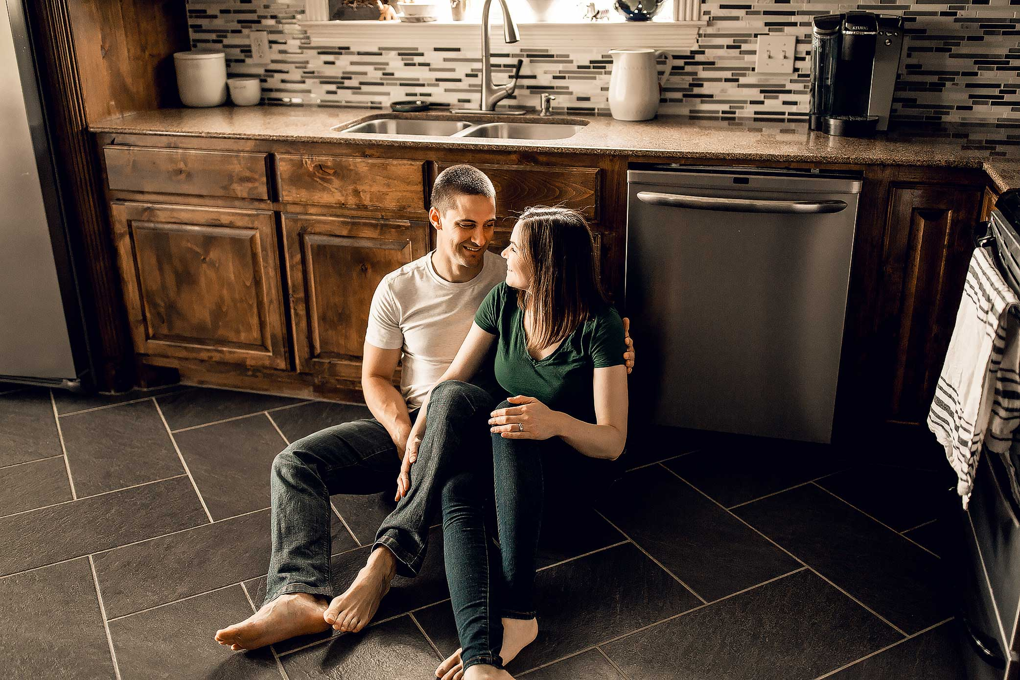 shelby-schiller-photography-lifestyle-home-couples-session-south-college-station-1.jpg