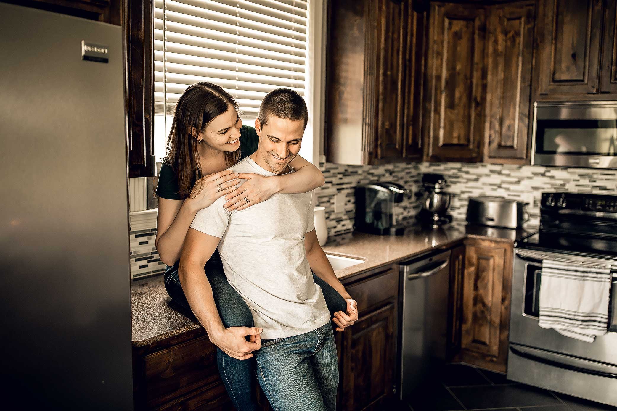 shelby-schiller-photography-lifestyle-home-couples-session-south-college-station-11.jpg