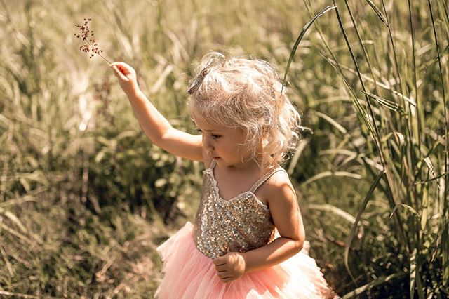 Because sometimes you just have to be a princess with a floral wand. I've been photographing this little girl since birth and it's crazy to see how much she has grown every time I see her. Those babies grow up way too fast! . . . . #collegestationphotographer #collegestationfamilyphotographer #collegestationfamilyphotography #collegestationlifestylephotographer #collegestationlifestylephotography #collegestationnewbornphotographer #collegestationnewbornphotography #collegestationmaternityphotography #collegestationmaternityphotographer #bcsmoms #aggieland #bryancollegestation #collegestationtx