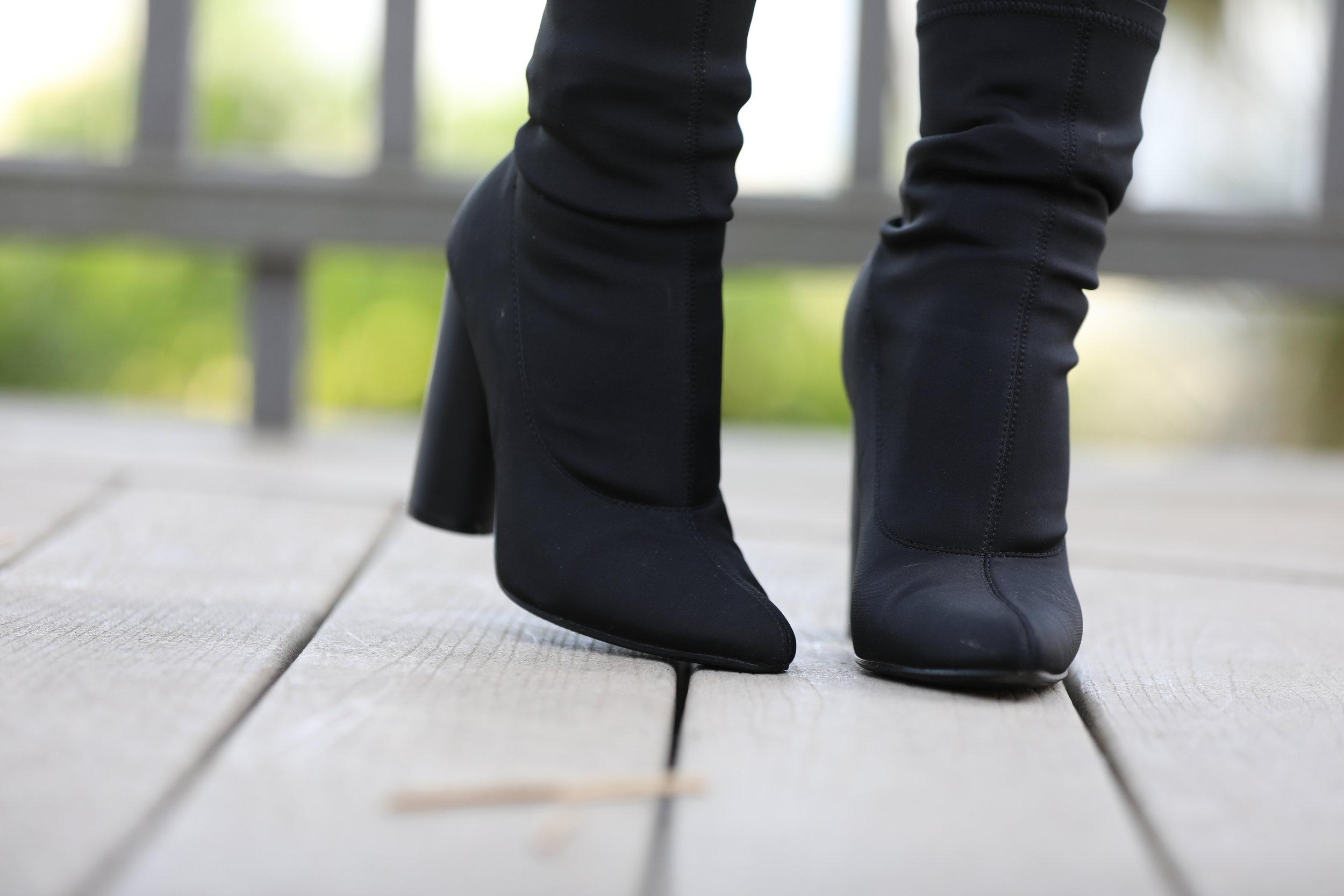 Shoes:  LolaShoutique