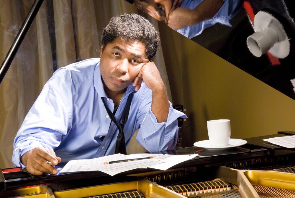 Chris Thomas King at piano