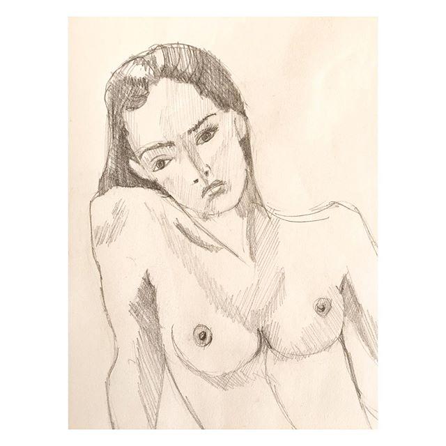 [Endless summer | Croquis en cours | free the nipple (•)(•)] • • • #femme #féminité #odealafemme #sein #freethenipple #courbes #pensees #pensive #summer #summerlove #loveyourself #love #tobeawomanisagift #croquis #sketch #sketchbook #crayon #noiretblanc #moncarnet #melissendescottdem #artiste #art #bordeaux #france