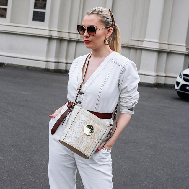 New blog post up in the bio link, I chat all things styling with Mimco. Play with trends, style with texture the world is your fashion oyster foxes @_mimco #mimco #mimcopartner
