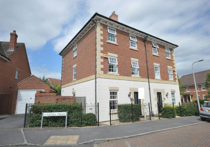 17 Mimosa Drive, Reading, RG2 9AQ     4 bedrooms - £469,950