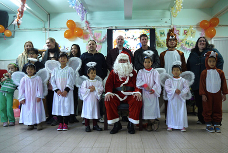 Volunteers and Sunbeam children celebrated Christmas with Santa Claus!