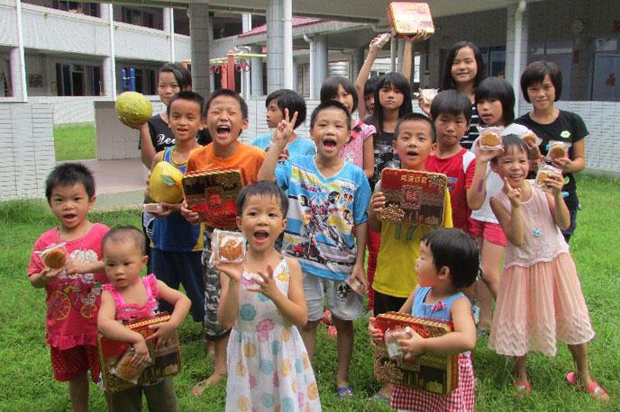 kids_group_courtyard.jpg