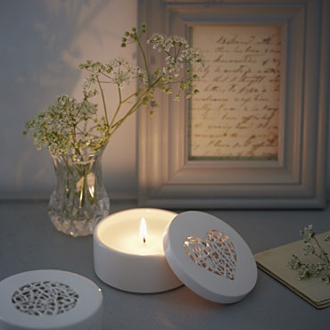 Organic Scented Candle   ceramic    £26 each