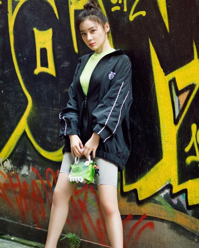 Actress @yuanshan_shan with SCOTRIA's signature #bergbag in Beetle from @ithk • 🤫 Due to the huge demand for the Beetle colourway we're bringing him back later this year for you 💚 • Sign up to our newsletter to stay in know of the newest drops & special offers for our worldwide online community   ➿🌐✨ ______________________________ #yuanshanshan #scotria #ithk #ITisInspiration