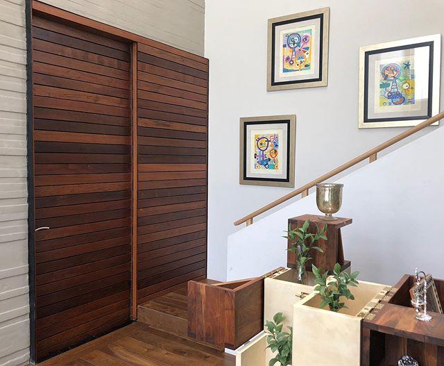 Puerta corrediza de madera de ipe #fernandezcueto #ipe #puerta #door #wood #madera #diseño #interiordesign #interiorismo #carpinteria #diseñodeinteriores #gurtubay #woodfloor #furnituredesign