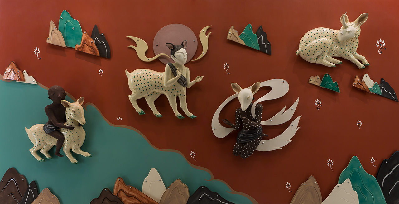 The Deer of Nine Colours (installation view), 2017 w334cm x h171cm x d20cm Glazed earthenware, paint
