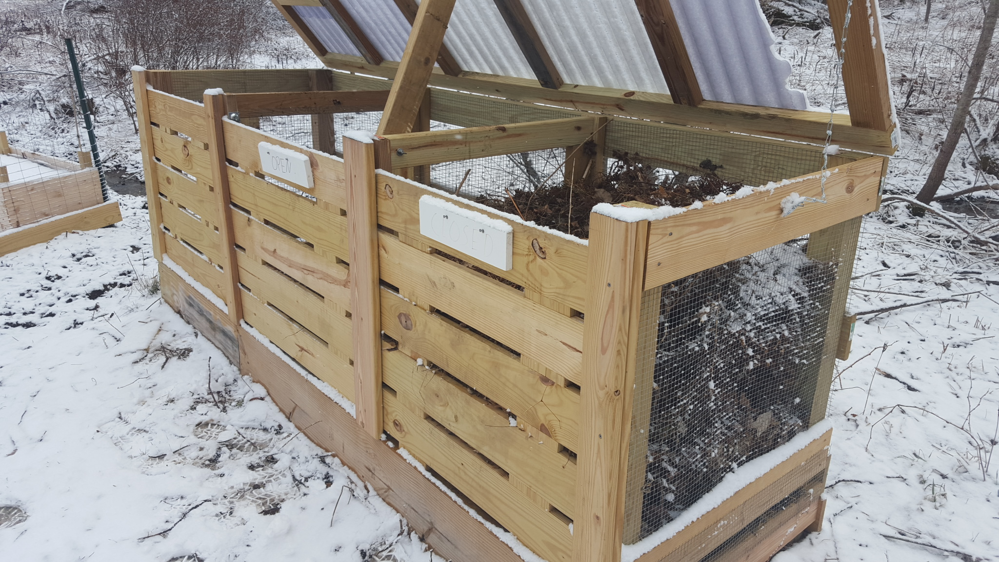 Wire mesh protects the pile from furry guests and visitors who might want a midnight snack. The front slats slide out from the top, so we can turn the piles and spread it on the garden.