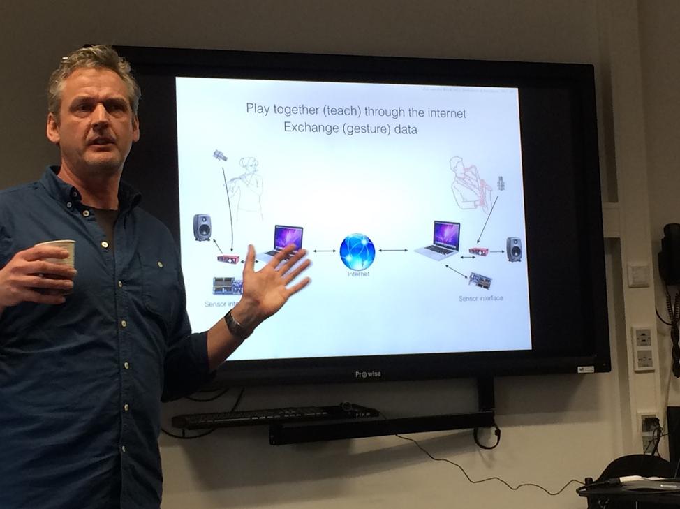 Lex van der Broek giving his technical presentation to students in Groningen in March 2018.