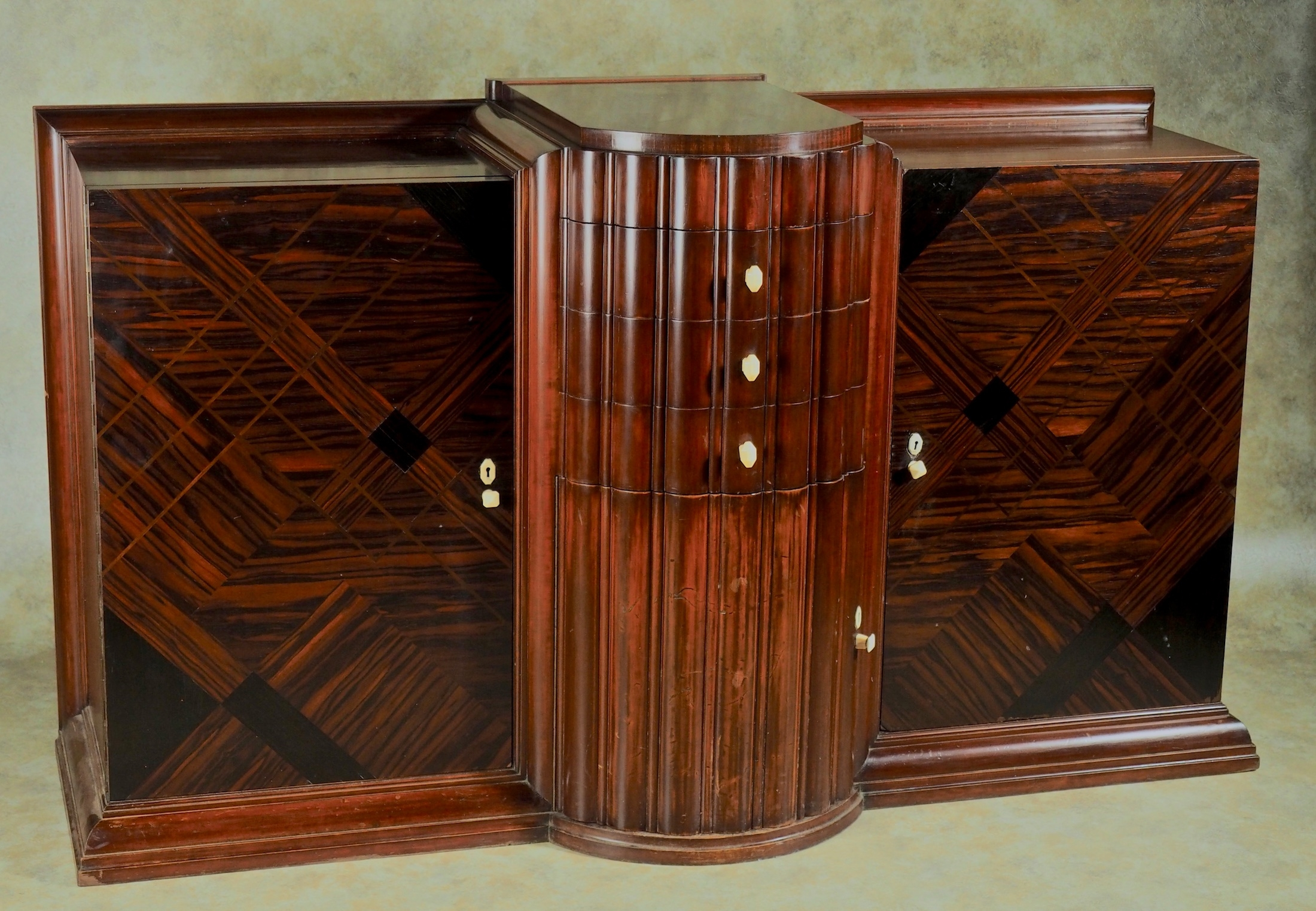 Joubert+et+Petit+1926+Modernist+cabinet+747.jpg