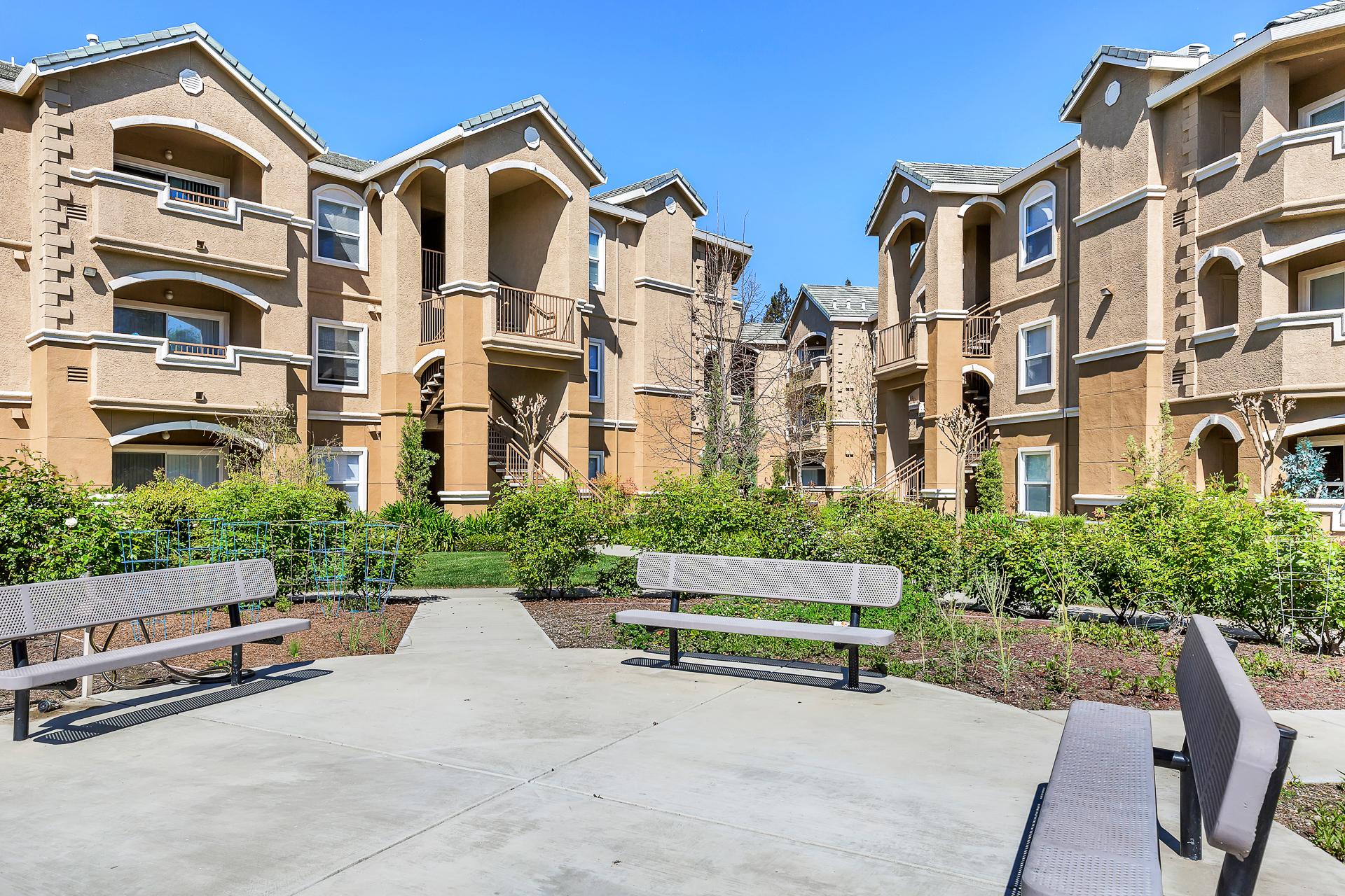 21-Sycamore-Terrace-Apartments-Photo-by-Brad-Ahlm-FairMarketPhoto-FullRes.jpg
