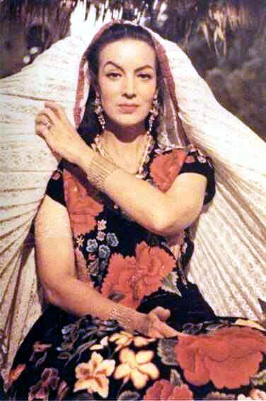 Homage to Maria Felix La Doña