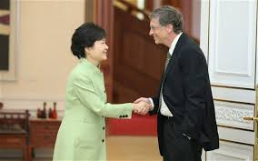 Bill Gates being 'disrespectful' while shaking hands with former Korean president