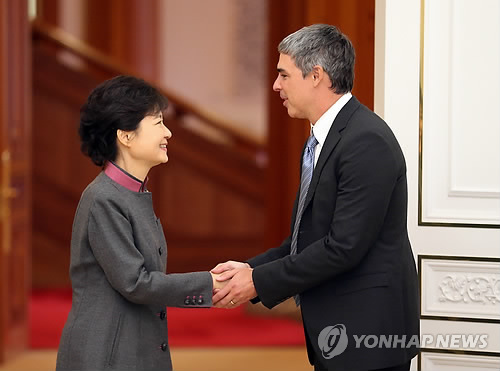 Larry Page properly shaking hands with the same president.