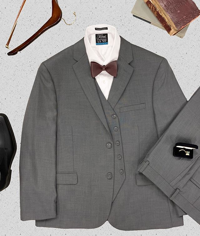 Fall classes are starting soon! You can still look good while getting an education👨🏻🏫 Our 3-piece suits (Grey Sharkskin shown) are only $179.95 and available in tons of colors and textures. Make a good first impression on your first day👨🏻💻 #afterfivetuxedo #batonrougeclothing #louisianawedding #3piecesuit #buylocal #southernsuits #southernwedding #louisianaboutique #louisianastylist #batonrougeboutique