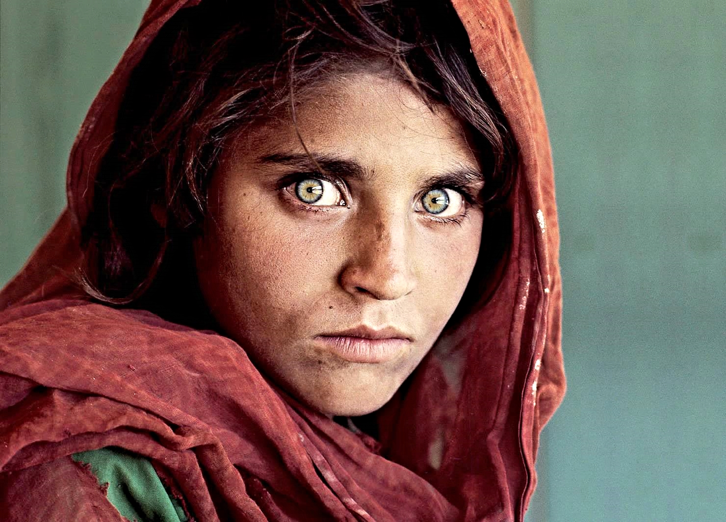 Afghan-Girl-The-Most-Famous-Picture-In-National-Geographics-114-Year-History-2.jpg