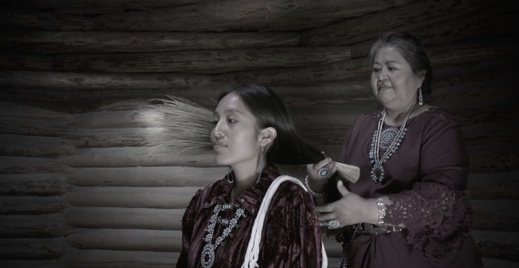 Ní'tsíí Níłtsą́ Yaahaalne' - Hair Tells the Weather - Director: Cherylee Francis4 m, Live Short, USAScience isn't all about numbers. In 2017 the National Weather Service learned of the importance of the Navajo Tsiiyéeł and the relationship with weather. In this short, Navajo filmmaker Cherylee Francis and actors partner with the National Weather Service to explain this important connection. WINNER of First Place and Audience Choice at the 2019 Navajo Film Festival!This film was developed from the Navajo Weather poster, after a community member pointed out that Navajo is not originally a written language, and that aspects of the Navajo Weather poster should be available in audio-visual formats for all Navajo speakers.