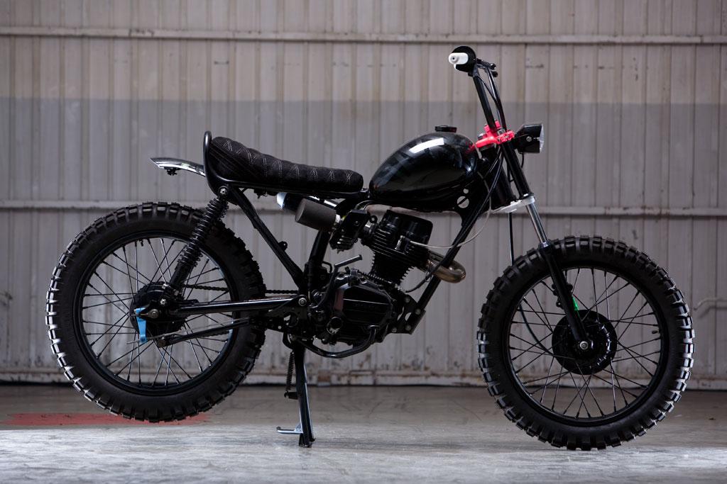 Honda-cg125-Custom-Black-by-ElSolitarioMC-3_zps04c05ea6.jpg