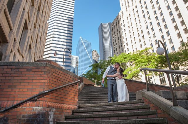 Happy Memorial Day Everyone! {And Happy 1 Year Anniversary Emily & Tyler!} ⠀⠀⠀⠀⠀⠀⠀⠀⠀ .⠀⠀⠀⠀⠀⠀⠀⠀⠀ .⠀⠀⠀⠀⠀⠀⠀⠀⠀ Photo: @carinochris⠀⠀⠀⠀⠀⠀⠀⠀⠀ .⠀⠀⠀⠀⠀⠀⠀⠀⠀ .⠀⠀⠀⠀⠀⠀⠀⠀⠀ .⠀⠀⠀⠀⠀⠀⠀⠀⠀ #bride #groom #happyanniversary #seattle #downtownseattle #seattlewedding #seattleweddingplanner #celebrate #memorialday #springwedding #blueskies #seattleskyline #seattleweddingphotographer #kissing #instagood