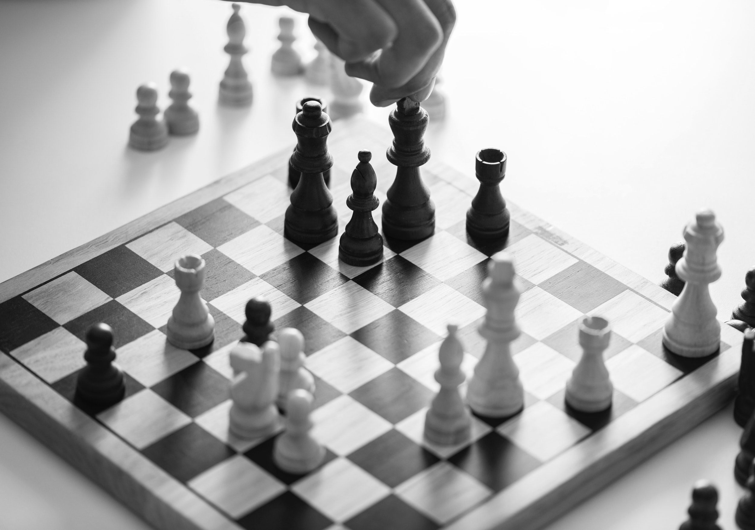 black-and-white-board-game-challenge-997720.jpg
