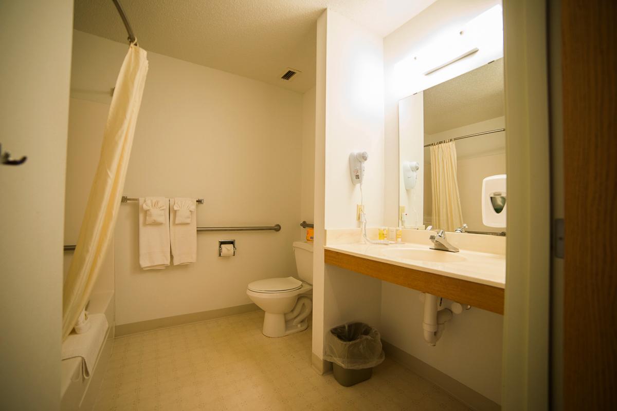 queen_hcp_bathroom.png
