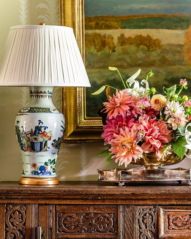 When all of the patterns, styles, colors, and textures come together just right ☺️ We love how this moment came together in our client's foyer!  Photography @jeffherrphoto  #jamesfarmer #jamesfarmerdesigns #classicdesign #traditionwithatwist #foyer #antiquechest #aplacetocallhome 💐