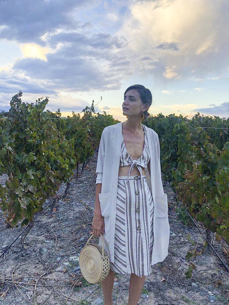 OBRA facilitates commerce between rural indigenous communities and urban cosmopolitan markets, supporting the economic and social development of remote areas. Above, a friend of ZX wears a version of the OBRA Classic Circle Bag to a vineyard wedding in Mendoza, Argentina.