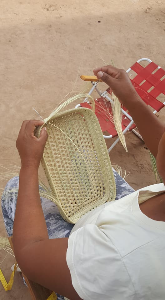 A Pilagà woman weaves a carandillo tray using techniques passed down from elders.