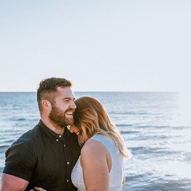 By far one of my favourite engagement shoots - beach, couple in love and their pugs 🐶... Doesn't get much better!  Check it out on the blog, link in bio 👆  #couplesinlove #engagement #engaged #pugs #puglife