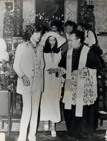 Mick and Bianca Jagger in the white wedding suits made for them by Sexton and his business partner Tommy Nutter