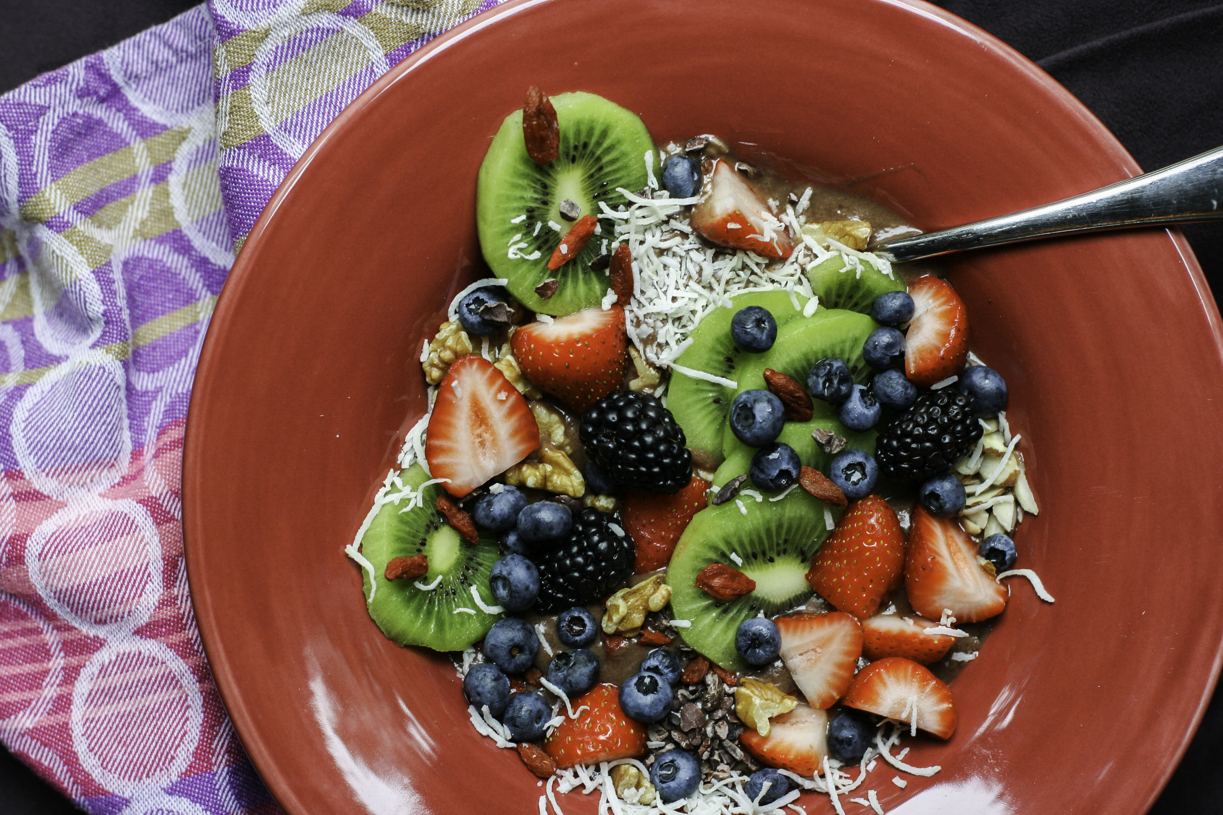 kiwi berry acai bowl1.jpg