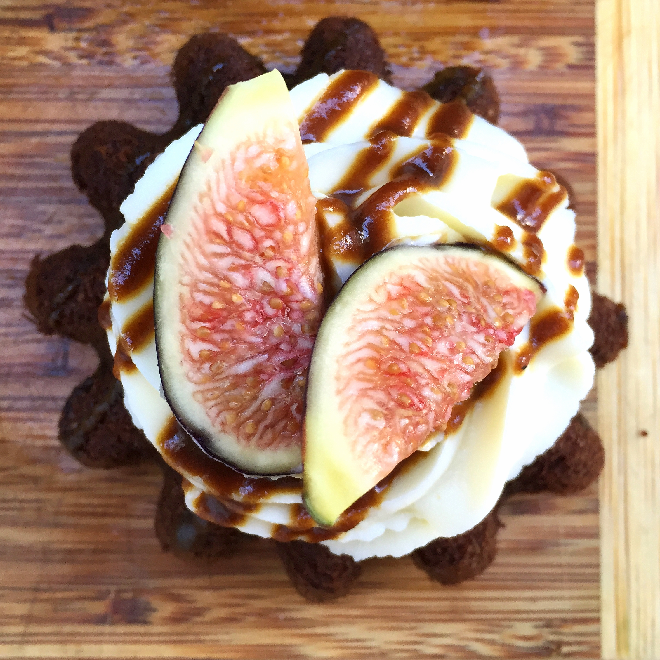 Fig, Caramel and Goat Cheese Chocolate Cakes