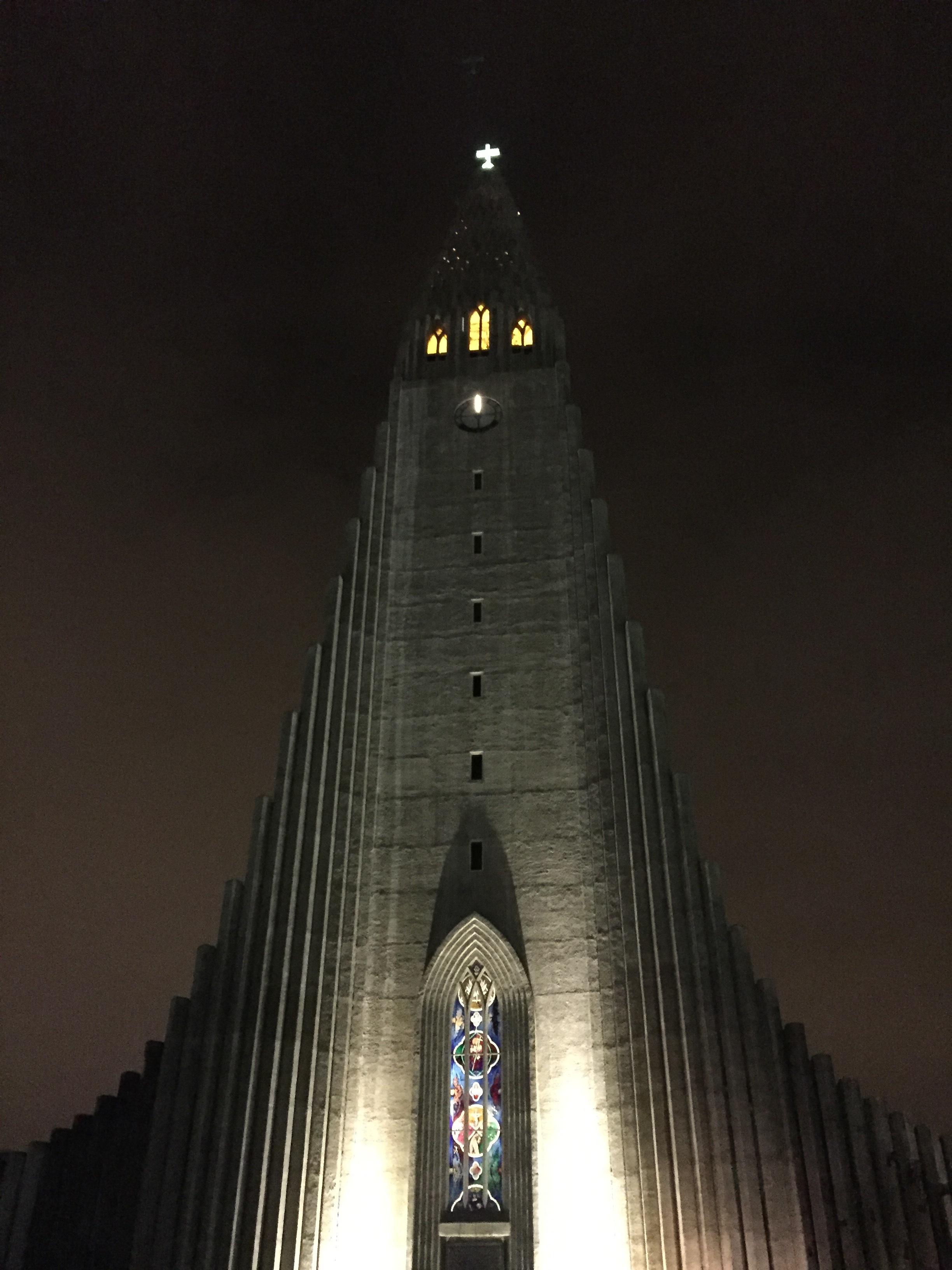 Hallgrimskirkja at night