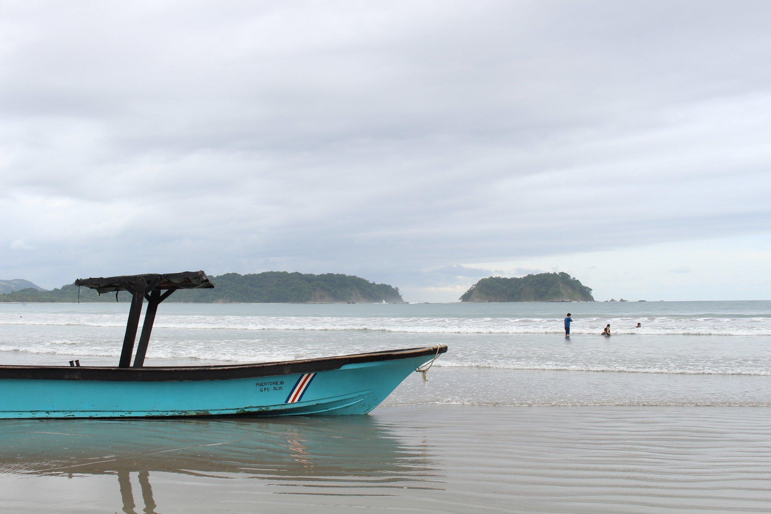 Fishing boat on Playa Sámara