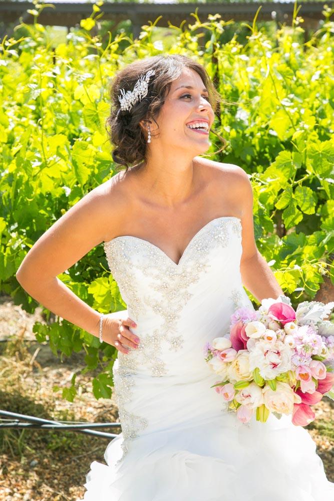 JJ Cellars Vineyard Wedding008.jpg
