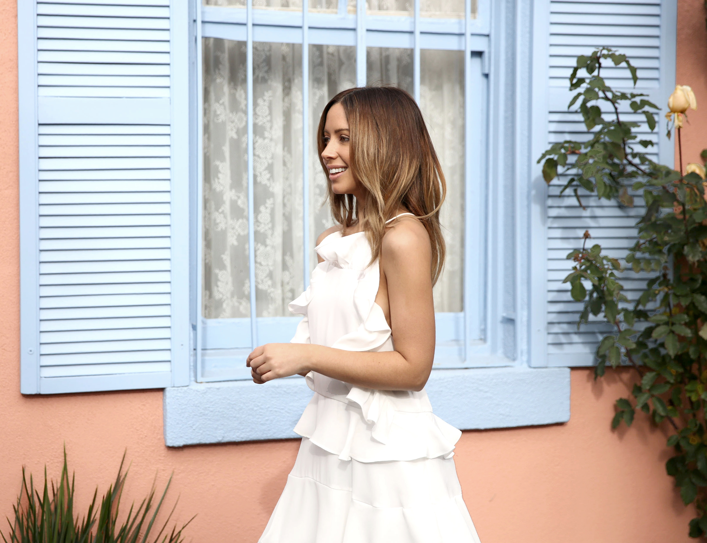 FriendInFashion_WhiteDress_StreetStyle_Vogue_6.jpg
