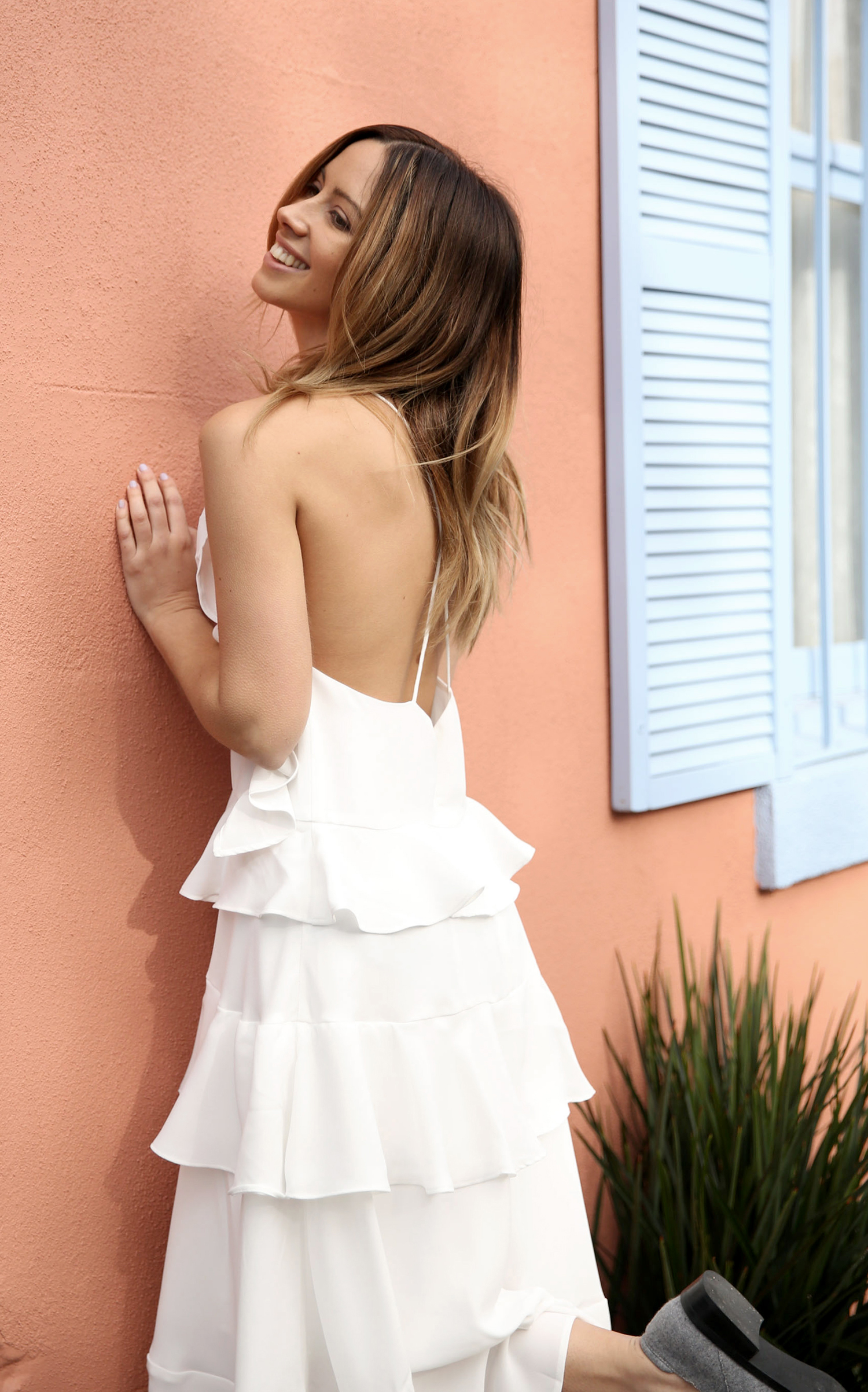 FriendInFashion_WhiteDress_StreetStyle_Vogue_3.jpg