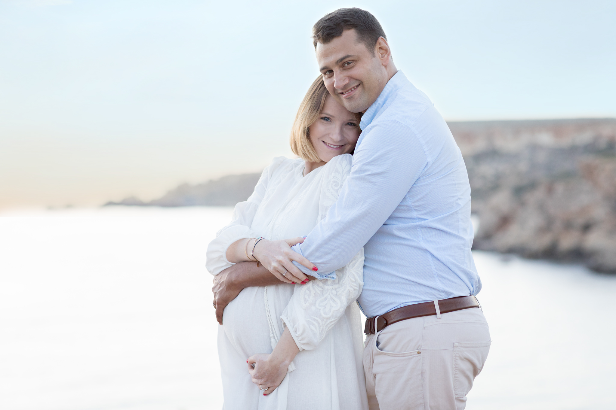 holding on, gorgeous sunset, happy parents, backlight, passionate maternity photographer malta, relaxed photo session, last photo