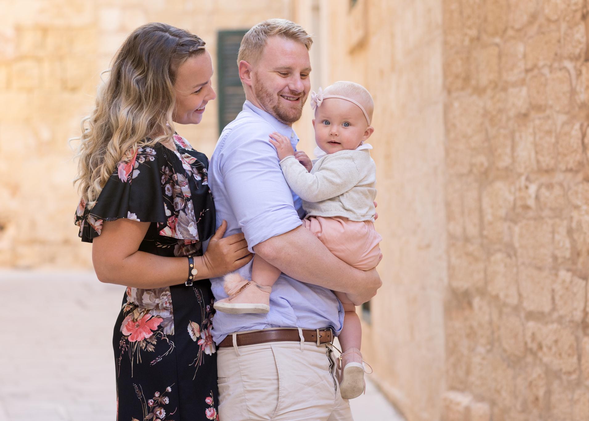 happy family, family photo shoot malta, svensk fotograf malta, portrait photographer malta, best photographer malta, toddler photo shoot