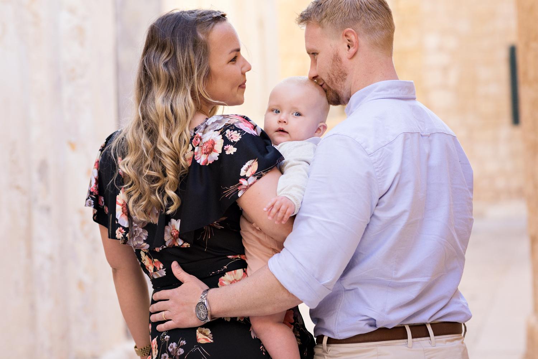 photo shoot malta, family photography malta, mdina alleys, family cuddles, sunrise, relaxed photo shoot