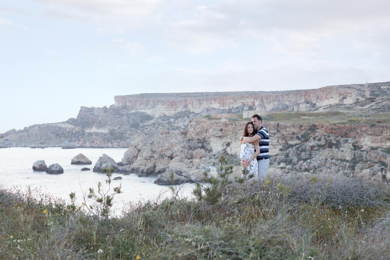 maternity photo shoot malta, mother to be, sunset, backlight, seaview, riviera bay, svensk fotograf malta, portrait photographer malta, malta landscape
