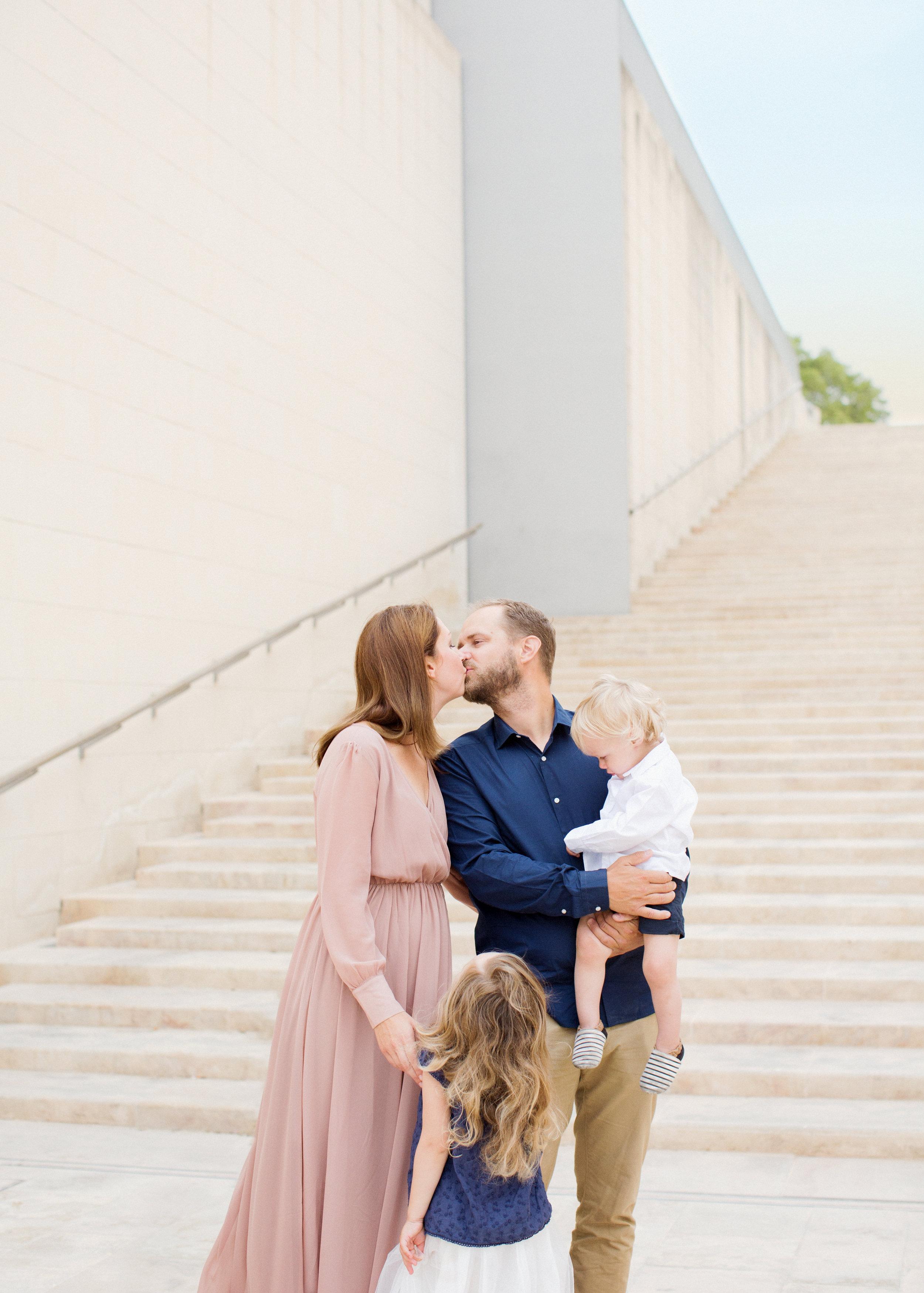 valletta photoshoot, malta family photo shoot, natural light photographer, relaxed photo session, family of four, swedish photographer malta,