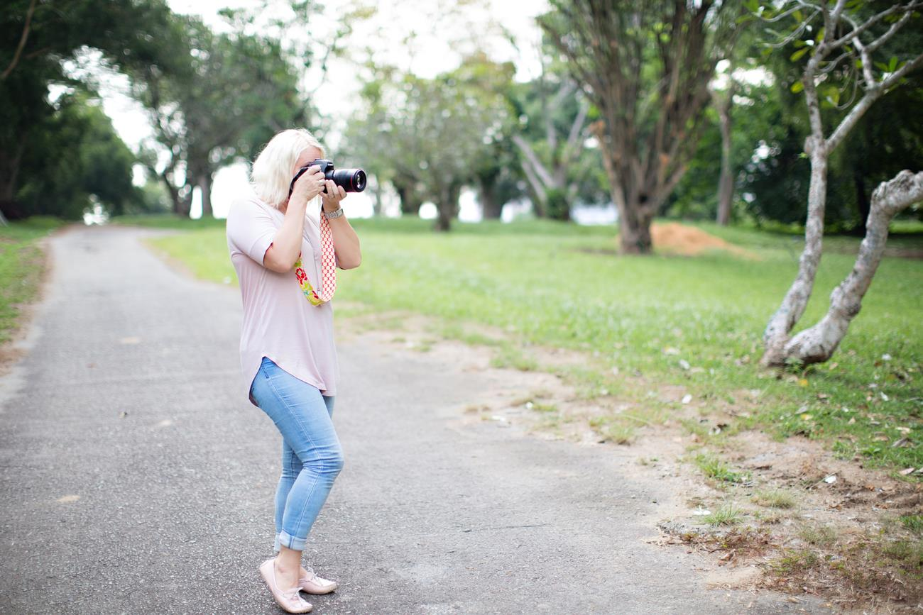 authentic- family- photographer- in- Singapore- photographing- in- natural -light-casual-backlight