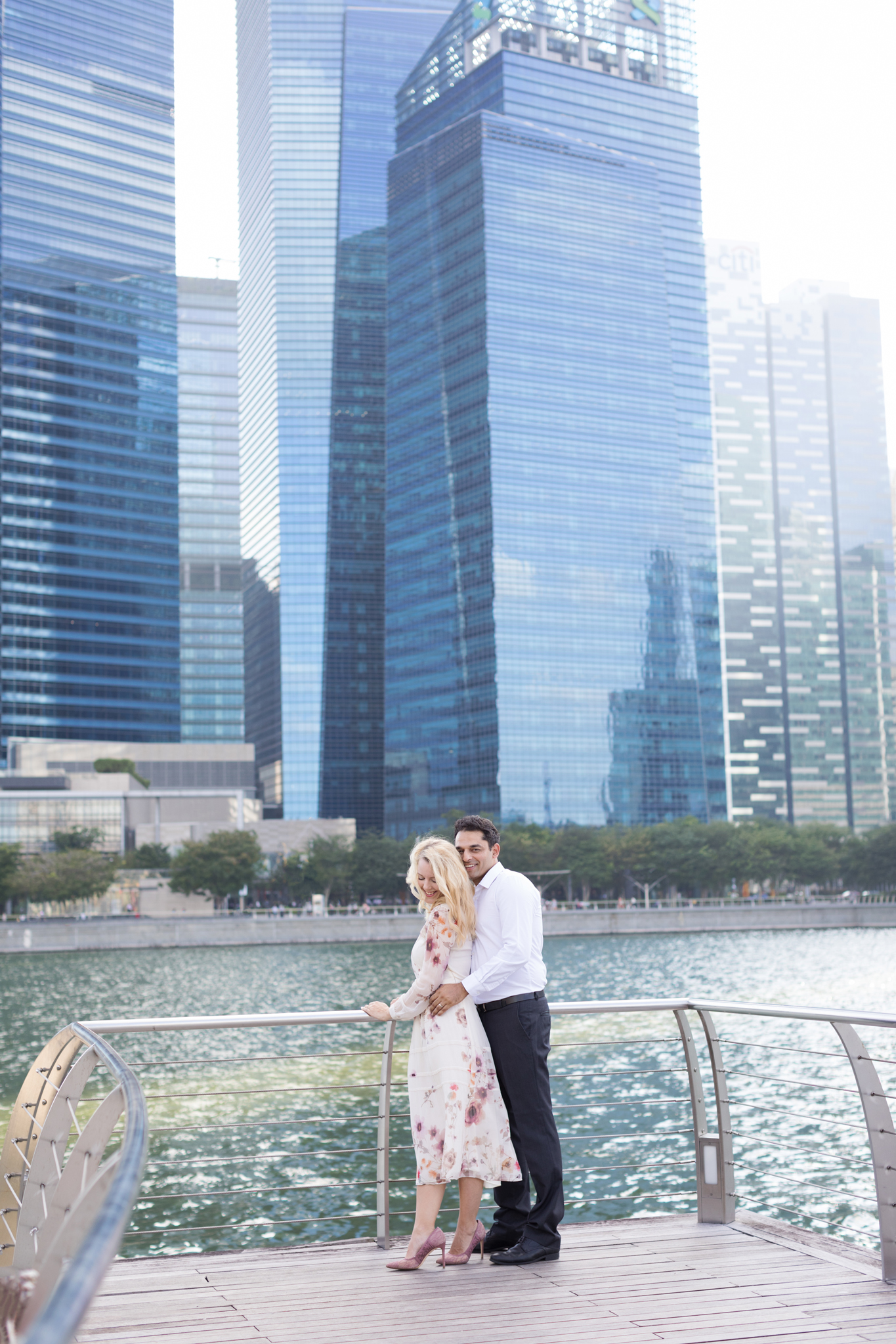 marina-bay-sands- couple-photoshoot-family-photographer-singapore-natural-light-photographer-candid-authentic-svensk-fotograf-singapore best photographer in singapore